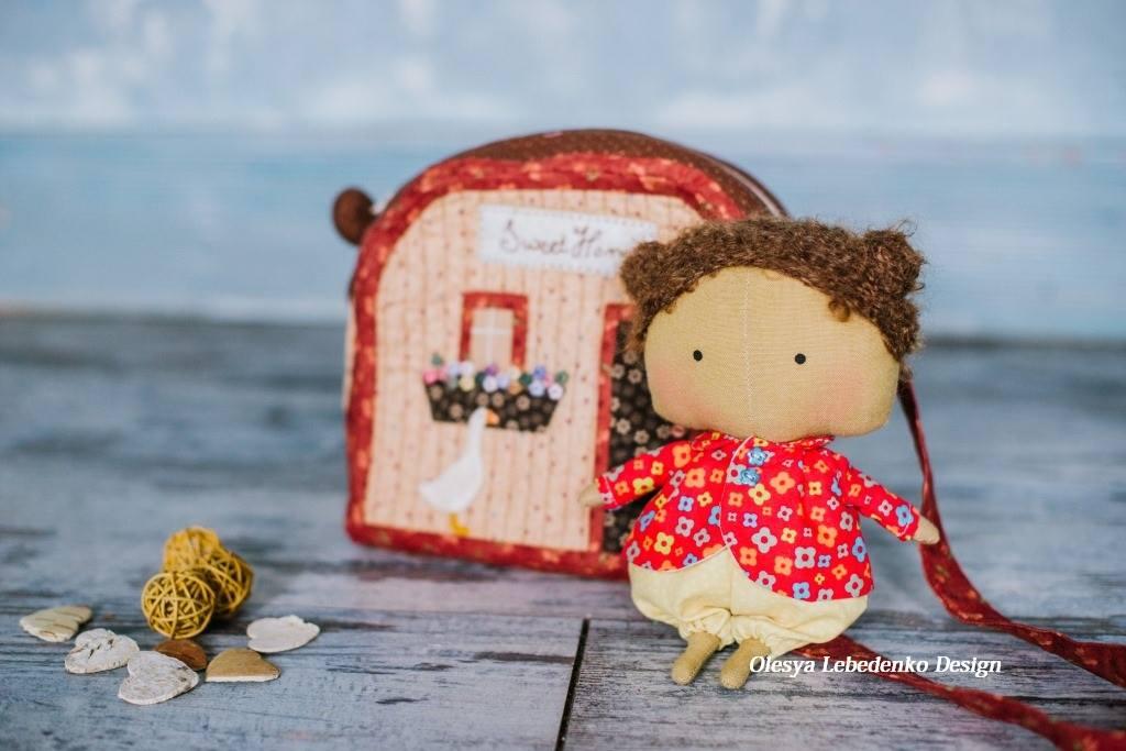 кукла Лулу и ее домик-сумочка