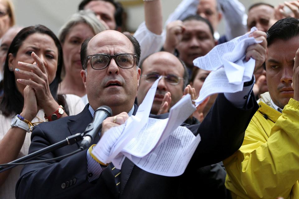 Хулио Борхес разрывает решение суда