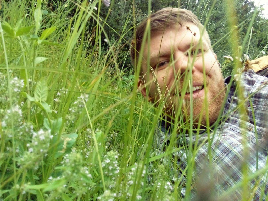 ... как Вадим дружит с природой...